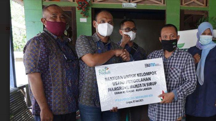 Pokja Perempuan Binaan AWF Terima Bantuan TJSL Pengembangan Produk Mangrove dari PLN UP3 Langsa