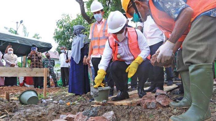 Aminullah Lakukan Peletakan Batu Pertama Rumah Produksi Program KOTAKU