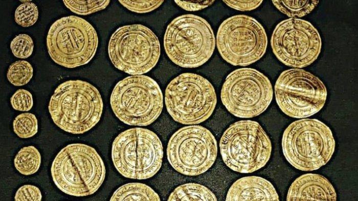Museum menyimpan koin Bizantium dan Romawi dari semua jenis dan dinar Islam, perak, dan emas yang digunakan selama era Umayyah.