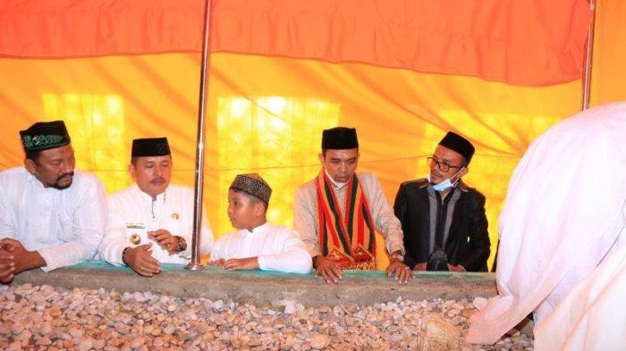 UAS Ziarahi Makam Syekh Hamzah Fansuri di Kota Subulussalam, Usai Resmikan Pesantren Daarul Affani