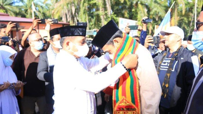 Berkunjung ke Subulussalam, Ustadz Abdul Somad Tandatangani Prasasti Pondok Pesantren Daarul Affani