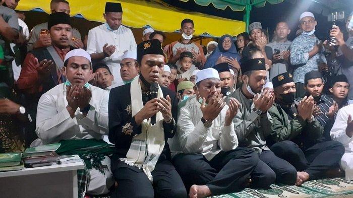 UAS Ziarah ke Makam Habib Muhammad dan Ayah Leuge, Baca Surat Yasin dan Beri Tausiah Singkat