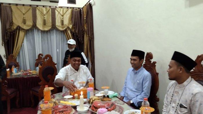 Ustadz Abdul Somad Tiba di Aceh Singkil, Langsung Makan Gulai Ikan Laut di Pendopo Bupati