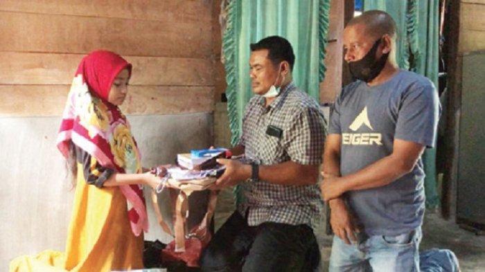 Kisah Keluarga Nelayan Aceh yang Jemput Rohingya, Istri Faisal Menangis Saat Terima Bantuan