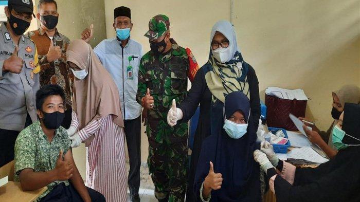 70 Siswa dan 17 Guru SMPN 1 Kluet Timur Divaksin Massal
