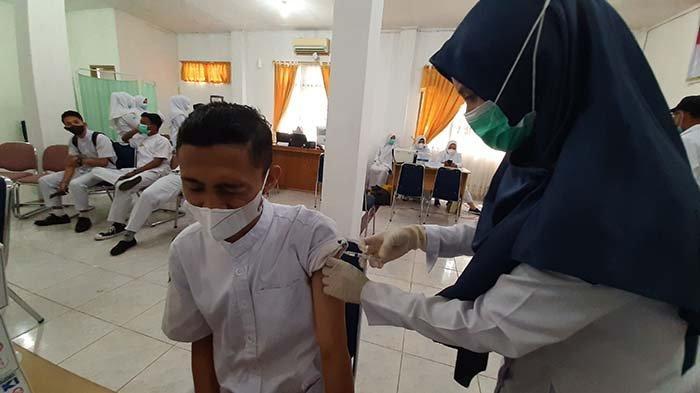 Ratusan Mahasiswa dan Dosen Poltekkes di Aceh Utara Ikut Vaksinasi Covid-19