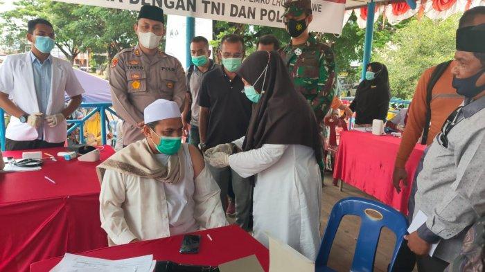 Pimpinan Dayah Darul Huda & Ketua NU Lhokseumawe Disuntik Vaksin Covid, Kapolres Sampaikan Hal Ini
