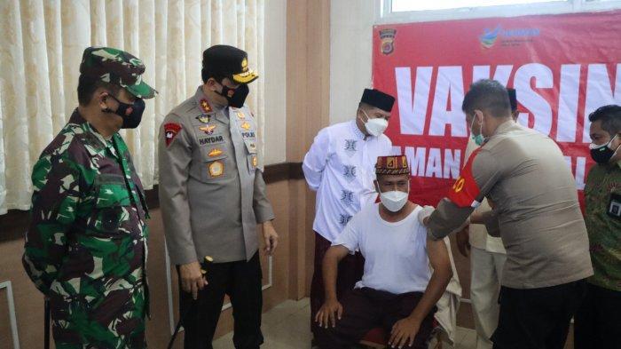 Kapolda Aceh dan Pangdam IM Tinjau Vaksinasi Massal di Aceh Besar