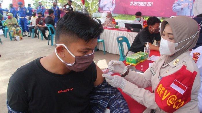 Direktorat Polairud Polda Aceh Gelar Vaksin untuk Warga Pesisir di Pelabuhan Perikanan Lampulo