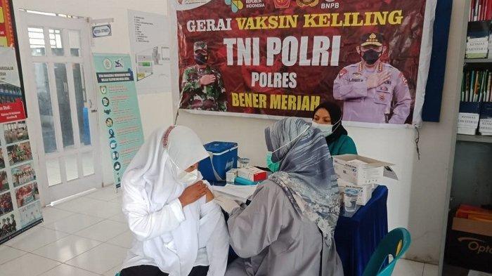Mahasiswa dan Dosen STIKes Payung Negeri Aceh Antusias Ikut Vaksinasi Covid-19