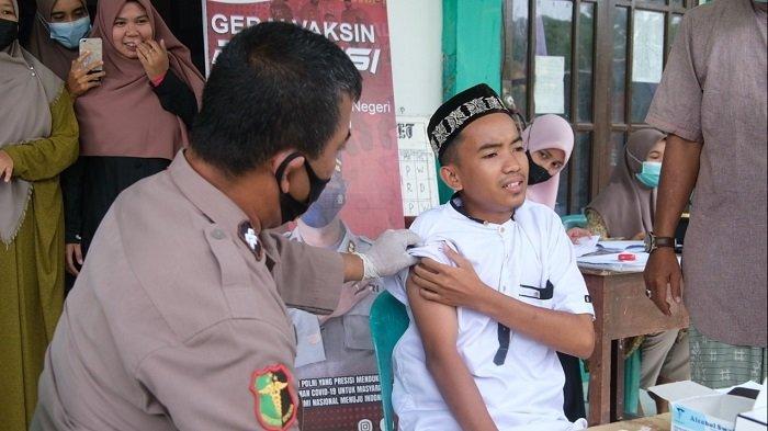 Polres Aceh Selatan Gelar Vaksin di Ponpes Jabal Rahmah