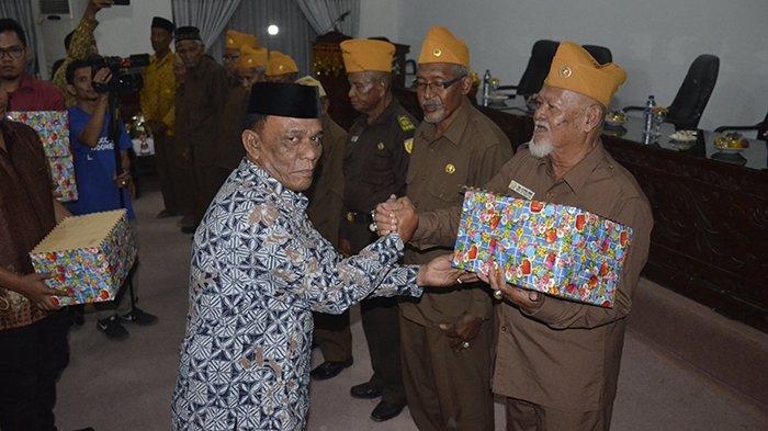 10 Veteran dan Sejumlah Pegawai Terima Penghargaan dari Pemkab Aceh Timur