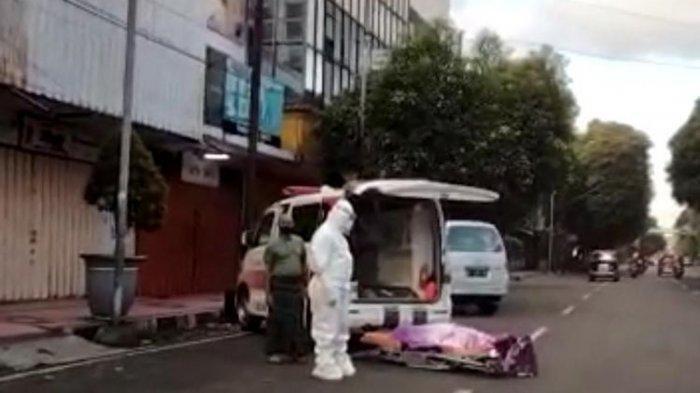 Viral Petugas Ambulans Letakkan Jenazah Pasien Covid-19 di Pinggir Jalan, Puskesmas Jember Membantah