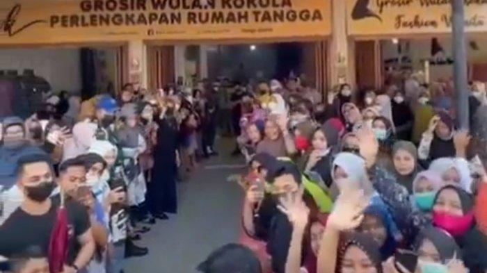 Viral video di tik tok pada saat kedatangan seorang selebgram berinisial HK ke salah satu toko pakaian di Pasar Inpres Kota Lhokseumawe, pada Jumat (16/7/2021), menyebabkan kerumunan warga