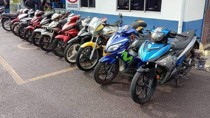 Motor yang diamankan saat berlangsung balap liar di Jalan IPD Kemaman di LPT2 Chukai, Kemaman Terengganu