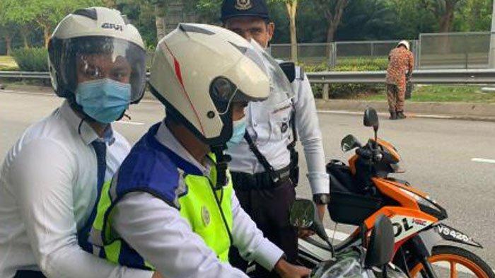 Polisi Malaysia Tuai Pujian Netizen, Antar Pelajar Ikut Ujian Akibat Jalan Tertutup Truk Terbalik