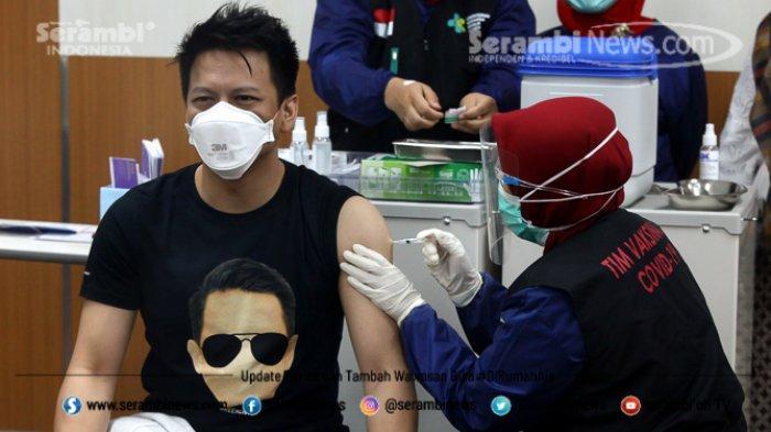 FOTO - Ariel Noah Disuntik Vaksin Covid-19 Tahap 2 di RSKIA Kota Bandung - vokalis-band-noah-nazril-irham-1.jpg