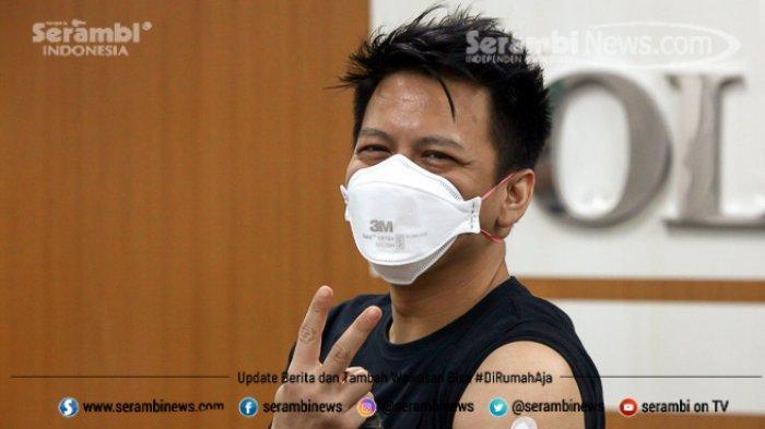 FOTO - Ariel Noah Disuntik Vaksin Covid-19 Tahap 2 di RSKIA Kota Bandung - vokalis-band-noah-nazril-irham-97.jpg