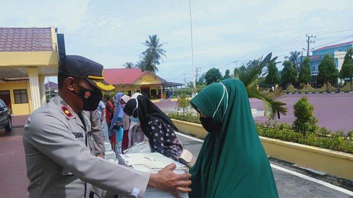 Delapan Pelaku UMKM Terima Bantuan Mesin Jahit dari Kapolda Aceh