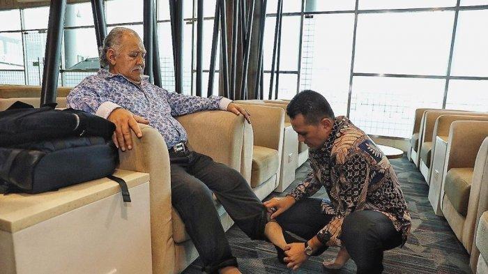 Wakil Gubernur Sumut Pakaikan Sepatu Ayahnya yang Sudah Tua, Aksi Musa Rajekshah Menuai Simpati