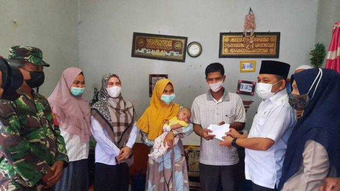 Wakil Walikota Langsa Bantu Biaya Rujuk Balita Penderita Cacat Iris Mata ke RSUDZA