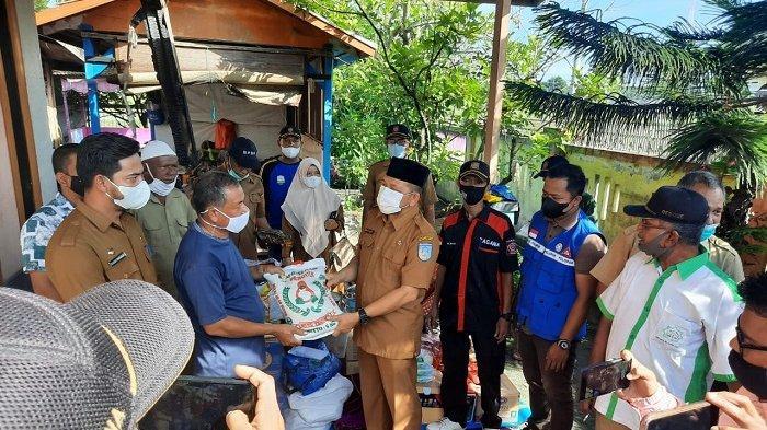 Wakil Walikota Langsa Salurkan Bantuan Masa Panik Kepada Korban Rumah Terbakar