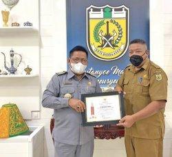 Aminullah Terima Penghargaan dari Gubernur Aceh, Sebagai Pelaku Olahraga Berprestasi Aceh