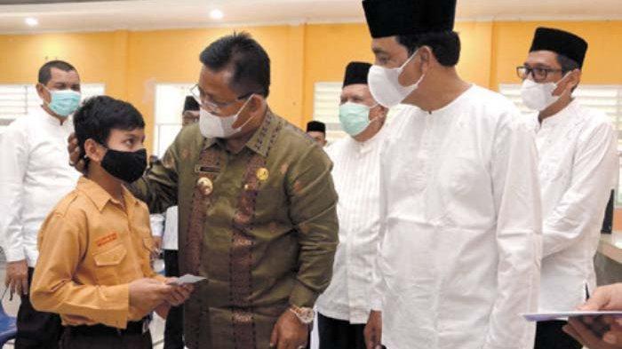 Disdik Banda Aceh Santuni Seribuan Pelajar Yatim Piatu