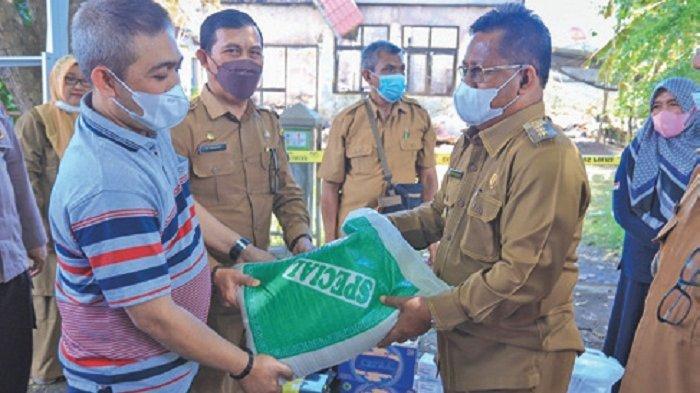 Wali Kota Serahkan Bantuan Masa Panik Korban Kebakaran Gampong Pineung