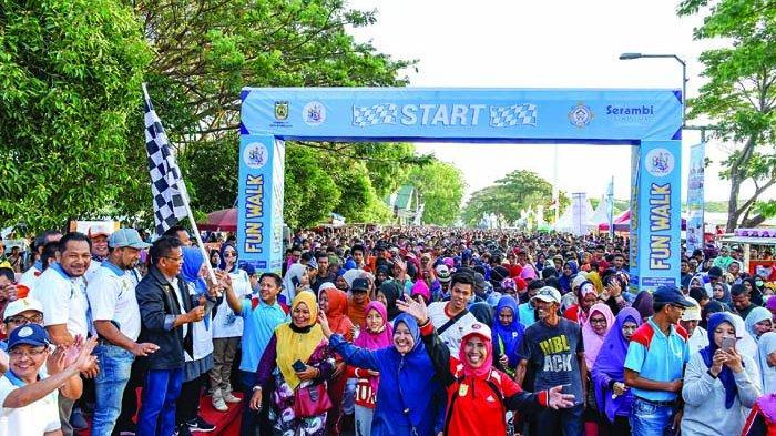 30 000 Peserta Fun Walk Penuhi Blangpadang Halaman All Serambi Indonesia