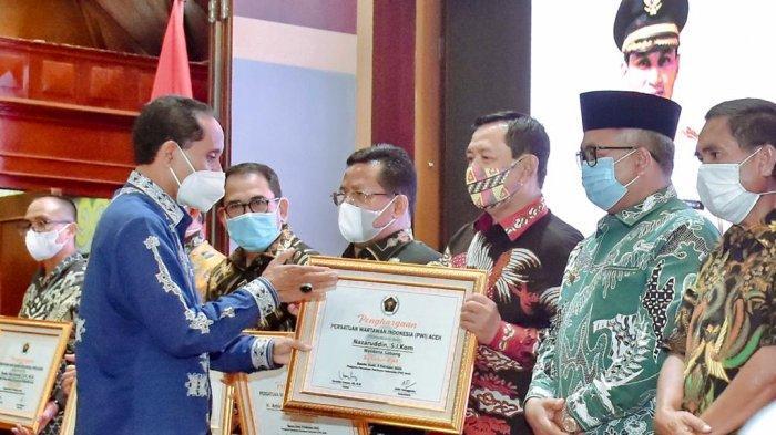 Wali Kota Sabang Terima Penghargaan Sahabat PWI