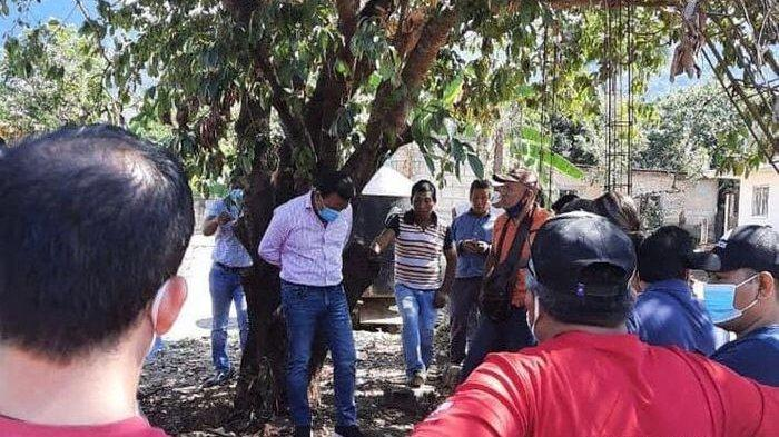 Tak Menepati Janji Kampanye, Walikota Digeruduk Warga yang Marah dan Diikat di Pohon