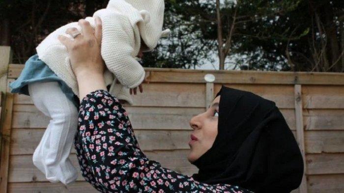 Seorang Ibu Muslim Inggris Bersyukur, Melahirkan Bayi Dengan Selamat, Walau Dirinya Koma