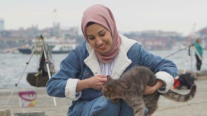 Wanita Muslim Sering Dapat Ancaman Pria di Negara Ini, Didorong sampai Hampir Merobek Pakaian