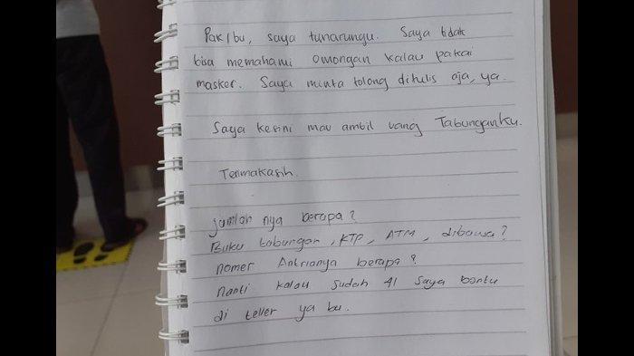 Viral, Wanita Tuna Rungu Datang ke Bank, Minta Bantuan Satpam Lewat Tulisan, Isinya Bikin Terharu