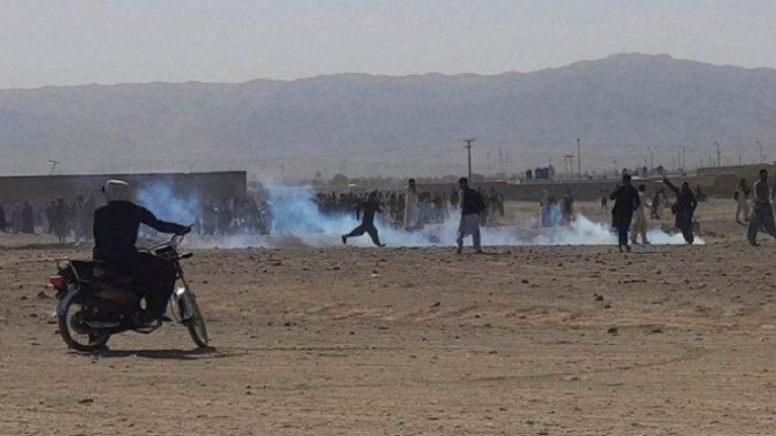 Tentara Pakistan Bentrok dengan Demonstran Afghanistan di Perbatasan, Satu Pria Tewas Saat Menunggu