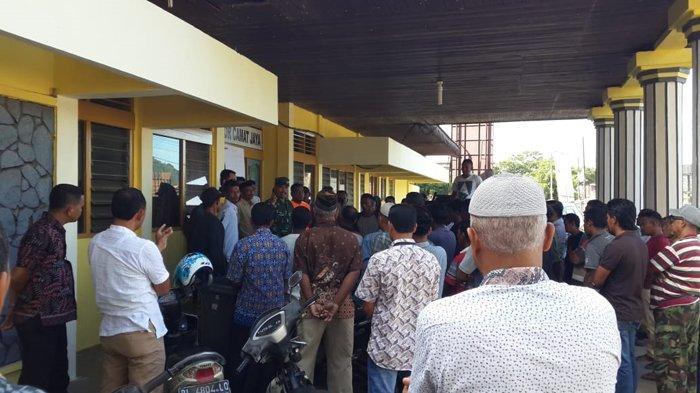 Ratusan Masyarakat Babah Krueng Datangi Kantor Camat Jaya, Ini Penyebabnya