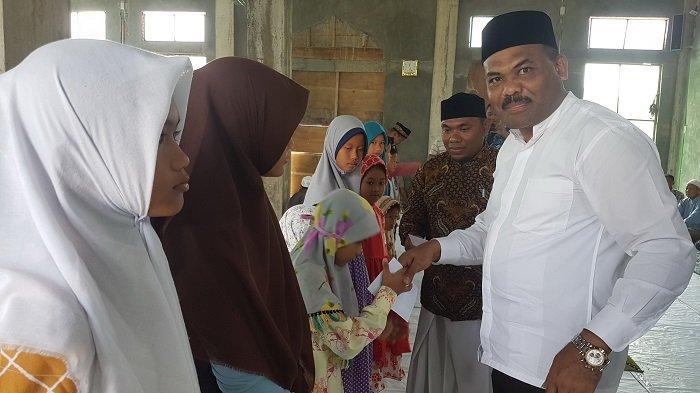Jadi Warga Baru di Kota Langsa, Ketua DPRA Santuni 80 Yatim Piatu