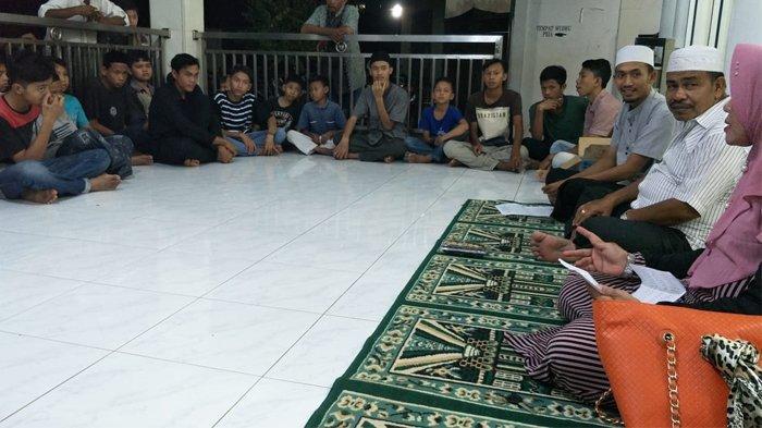 Jelang Lebaran 1440 H, Puluhan Anak Yatim di Kampung Belakang Meulaboh Dapat Santunan Rp 1,5 Juta