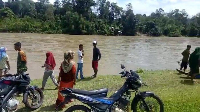 Suami Istri Selamat Dalam Musibah di Krueng Woyla Aceh Barat, Satu Orang Masih Menghilang
