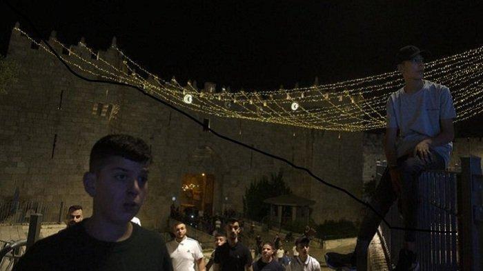 Warga Palestina dengan Polisi Israel Terus Bentrok Selama Malam Ramadan di Jerusalem