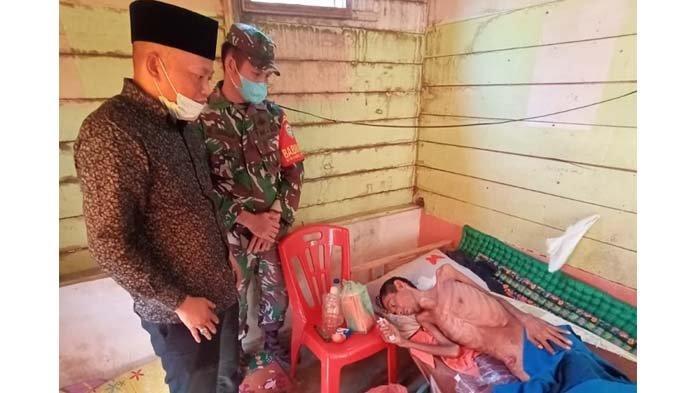 Ismail A Manaf Kunjungi Warga yang Sakit