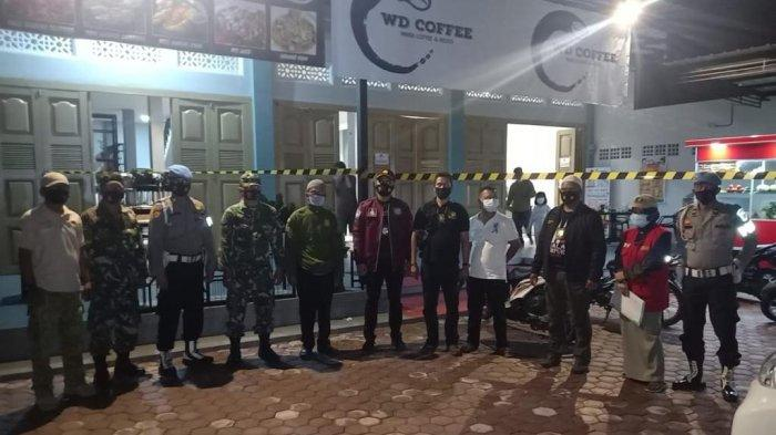 Melanggar Protkes, Empat Warkop di Aceh Tamiang Disegel Petugas