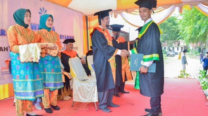 Diwisuda, Lulusan Dayah Tinggi di Aceh Utara Terima Dua Ijazah