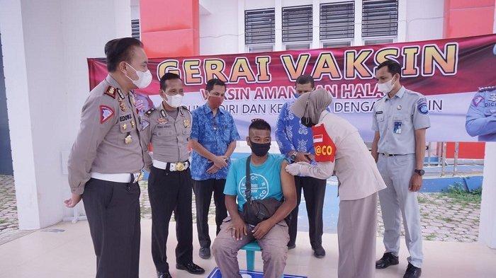 Ditlantas Polda Aceh Gelar Vaksinasi Bagi Peserta Wajib Pajak di Kantor Samsat
