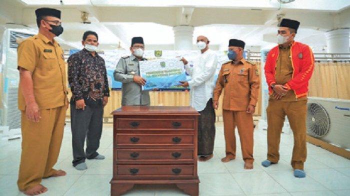 Wali Kota Bantu AC untuk Masjid Besar Pahlawan Peuniti