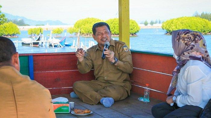 Wakil Wali Kota Zainal Arifin saat ke kawasan budidaya keramba, Gampong Alue Deah Teungoh, Selasa, (9/3/2021).