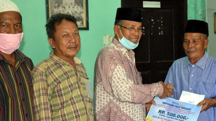 Fakir Miskin di Meulaboh Terima Zakat Produktif dari Lazismu Aceh Barat