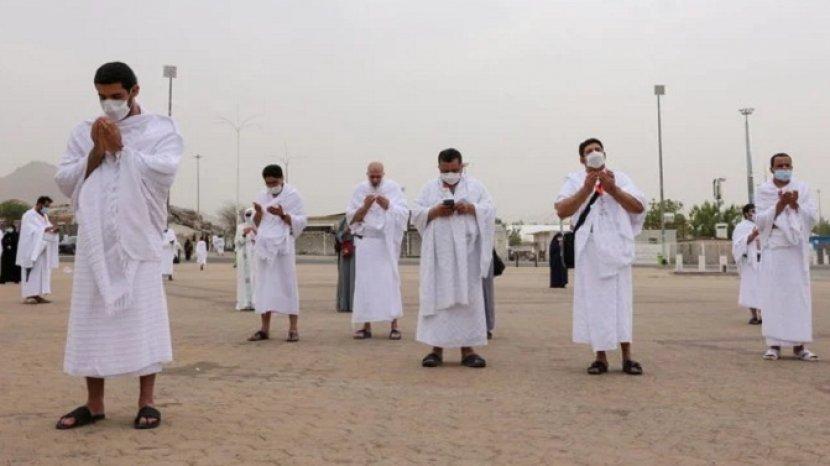 jamaah-haji-2021-berdoa-di-padang-arafah.jpg