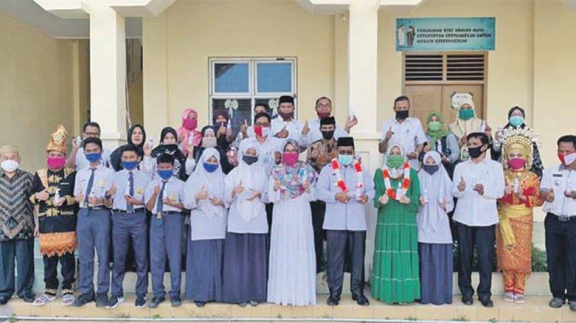 Wali Kota Launching Hand Sanitizer Karya Siswa Smpn 14 Banda Aceh Serambi Indonesia
